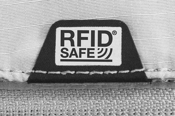 RFIDsafe в рюкзаке Pacsafe