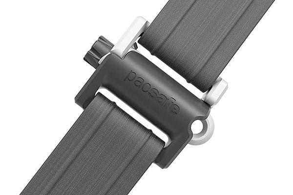 PopNLock security clip в рюкзаке Pacsafe